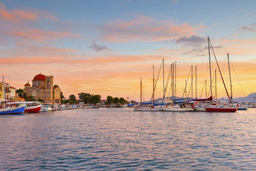 Rent a luxury catamaran to Aegina