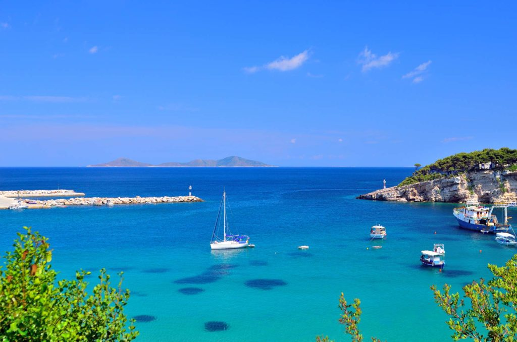 Rent a luxury catamaran to Alonissos