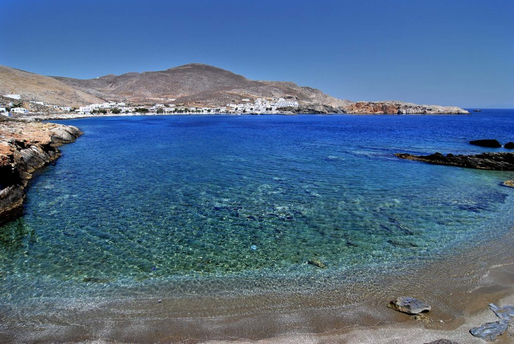 Rent a luxury catamaran to Folegandros
