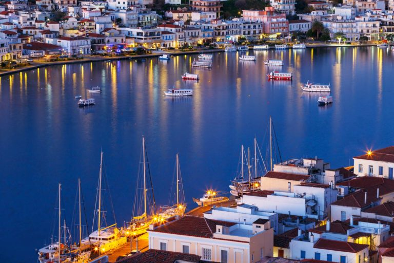 Rent a luxury catamaran to Poros