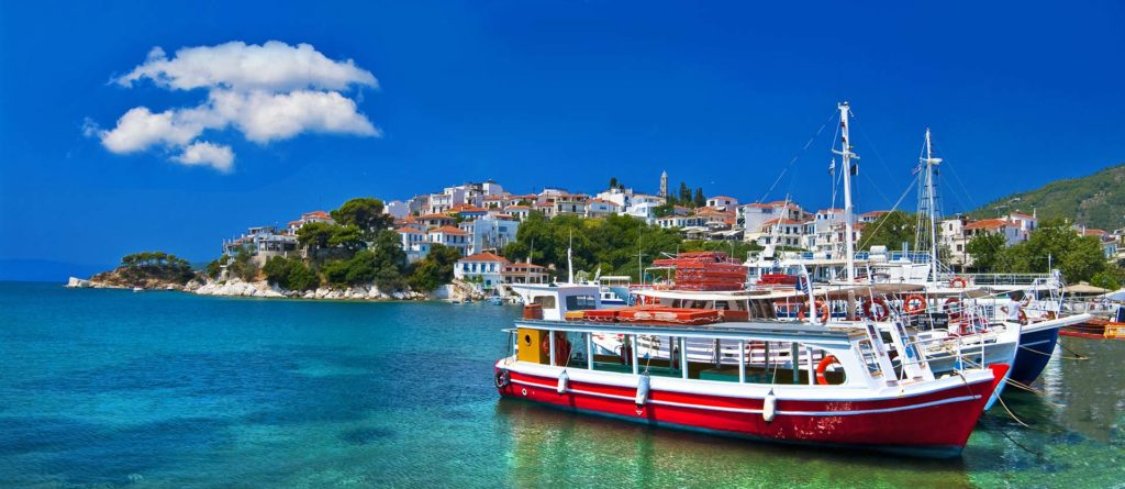 Rent a luxury catamaran to Skiathos