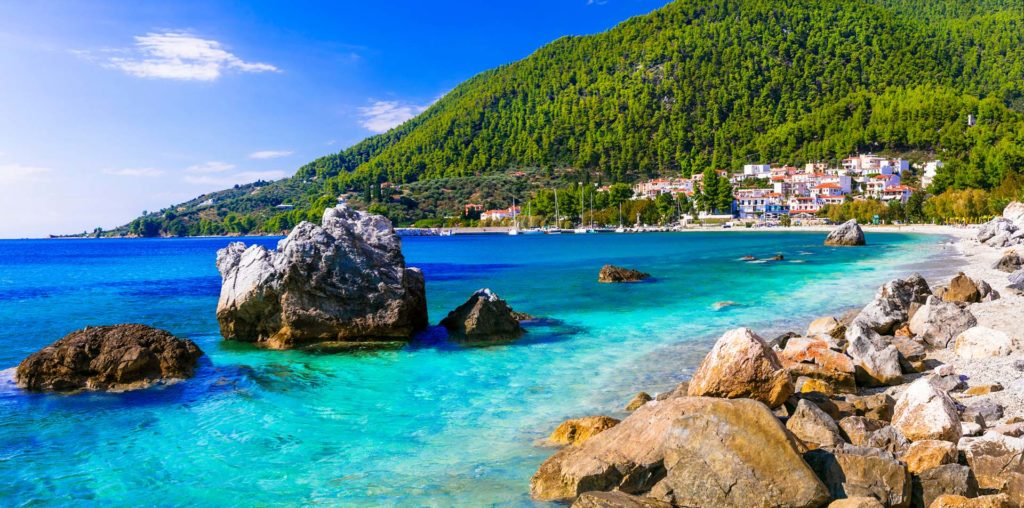 Rent a luxury catamaran to Skopelos