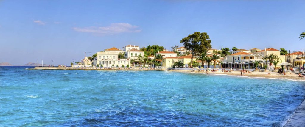 Rent a luxury catamaran to Spetses